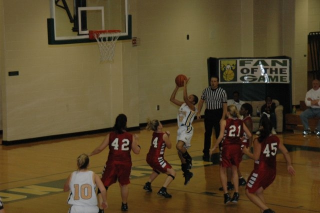 alia goes in for layup